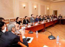 noche-de-los-negocios-ibericos-rusia-sesion-participantes-exposicion