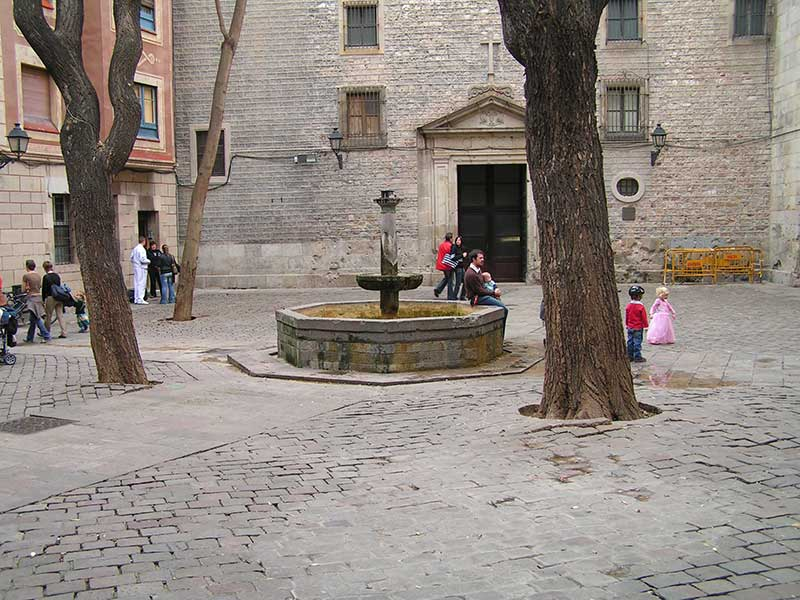 Plaza_Sant_Felip_Neri_russia