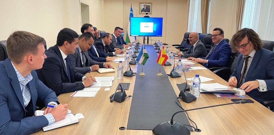 equipamiento y servicios del sector salud interesan a uzbekistan ACE